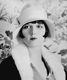220px-Louise_Brooks_detail_ggbain.32453u